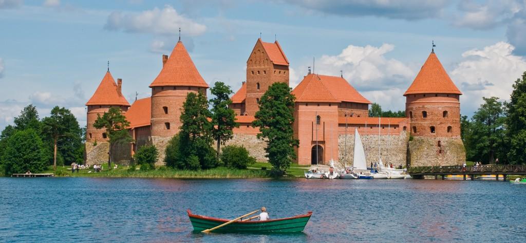 chateau pres de la rivière