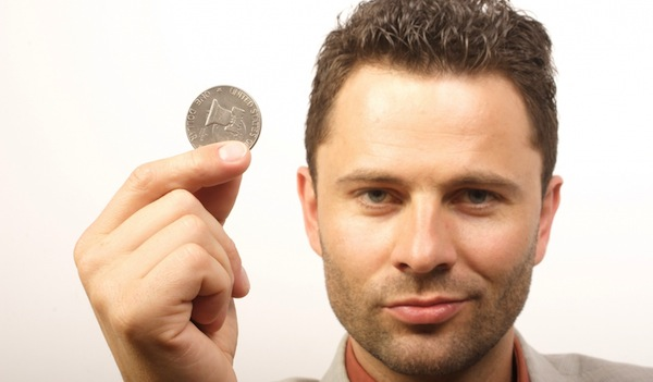 homme avec un dollar