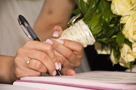 Changer de nom après le mariage : que dit la loi ? | 1001salles.com